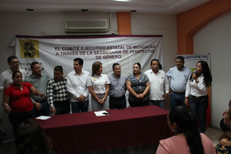 Antonio García Conejo, secretario general del PRD, inauguró los trabajos dirigidos a hombres y mujeres, en donde se busca coadyuvar para evitar la violencia contra la mujer, física o políticamente