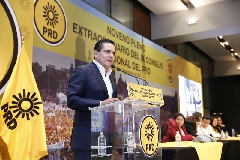 El militante fundador y consejero del PRD se pronunció por que el partido apoye la construcción del Frente Amplio Democrático (FAD), el cual, aseguró, dará certeza a las y los mexicanos
