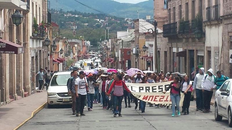 La movilización comenzó frente Casa de Gobierno y concluyó frente a Palacio de Gobierno (FOTO: FRANCISCO ALBERTO SOTOMAYOR)