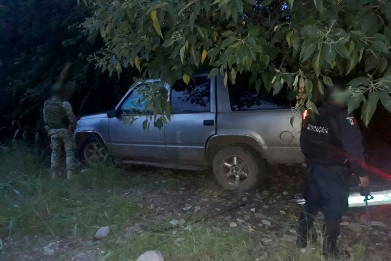 El vehículo, los detenidos, las armas y los cartuchos fueron puestos a disposición de la autoridad competente