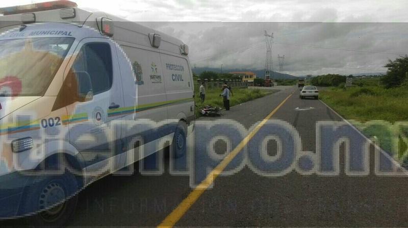 El motociclista fue trasladado para recibir atención médica, mientras autoridades Estatales realizaban el peritaje del accidente y retiraban ambas unidades a un corralón