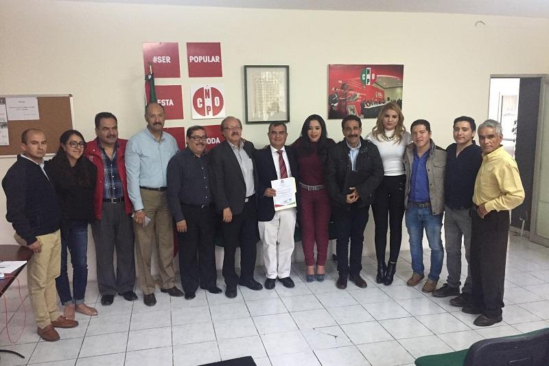 La dirigente cenopista, instruyó a Constantino a trabajar con los micro, pequeños y medianos empresarios michoacanos y a vincularse con los organismos empresariales para difundir los principios y programas de la CNOP Y del PRI