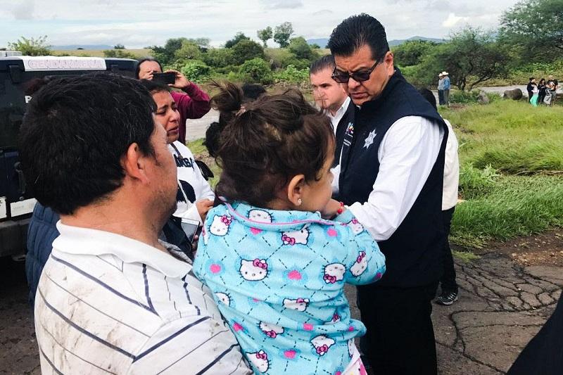 Corona Martínez supervisó los trabajos de auxilio tras el desbordamiento de un arroyo y así brindar el apoyo requerido a los afectados