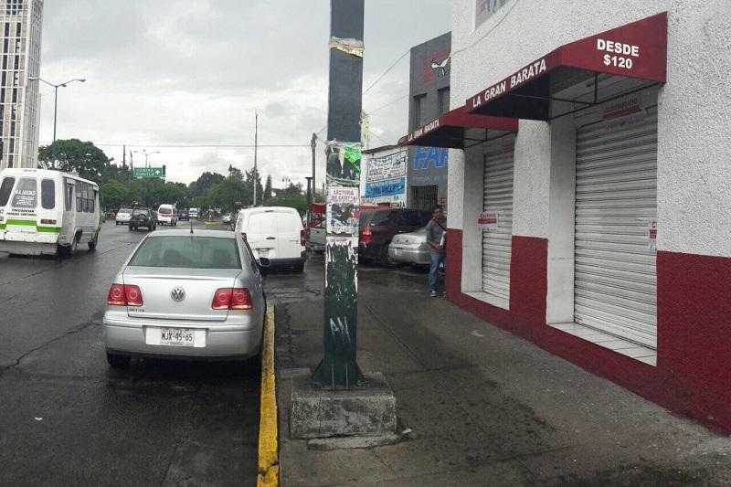 """Por omitir la Ley de Impuesto Sobre la Renta y el Código Fiscal, fueron clausurados los comercios """"Viandante"""", ubicado en la calle de Guillermo Prieto número 299, y """"La Gran Barata"""", en avenida Madero Poniente número 305"""