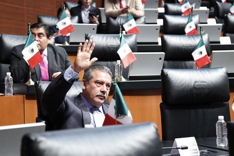 Raúl Morón adelantó que iniciará junto con su equipo una consulta a la opinión pública nacional, que pregunte a los mexicanos si están de acuerdo en que el presidente Peña imponga durante los próximos nueve años al titular de la Fiscalía General de la República para que le cuide las espaldas