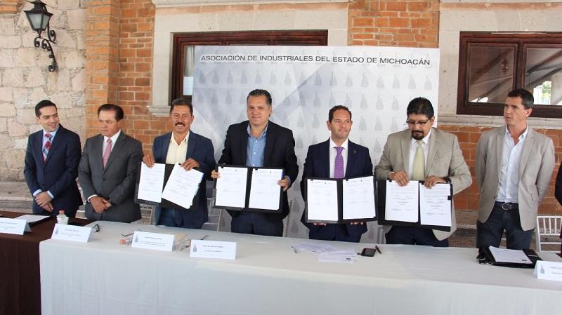 Dicha firma del convenio, la realizaron el Presidente de Aiemac, Ricardo Bernal Vagas; el Secretario de Desarrollo Económico, Jesús Melgoza Velázquez; el Director de Sí Financia Michoacán, Gustavo Meléndez Arreola; el Director del Icatmi, Israel Tentory García