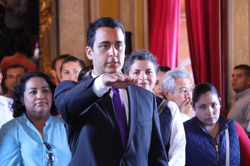 Juan Pablo Motilla se venía desempeñando como subdirector del IJUM, es Ingeniero Industrial de profesión y cuenta con una especialidad en Logística y un Diplomado en Políticas Públicas de Juventud por la Universidad Autónoma de México