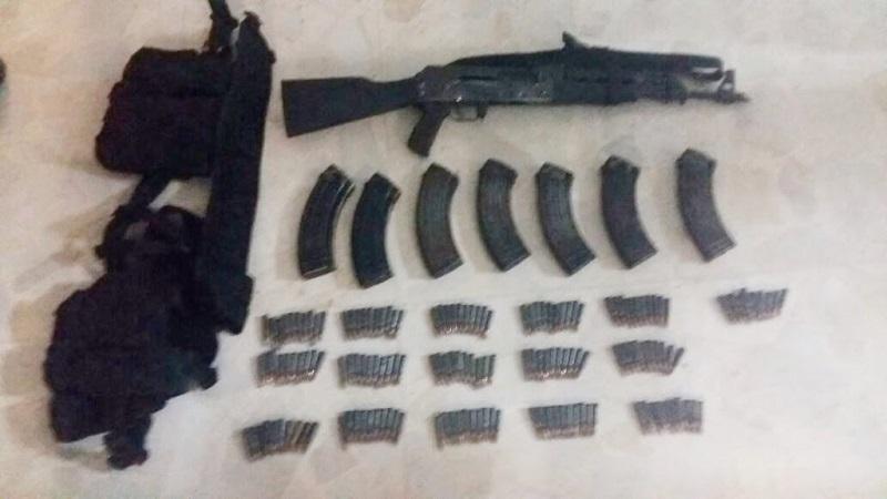 A Luis C., de 33 años de edad, se le aseguró un arma AK-47 con siete cargadores y 160 cartuchos útiles al calibre 7.62X39