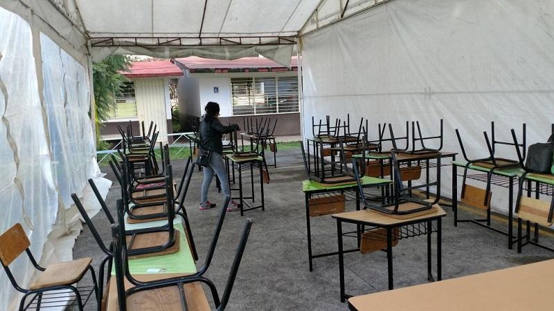 Tras da os por sismo escuela de morelia dar clases bajo - Clases de toldos ...