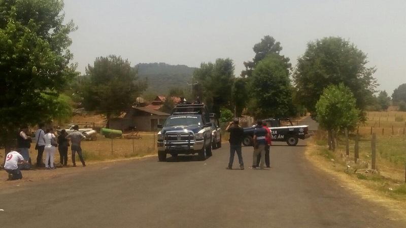 Al lugar acudieron elementos de la Policía Michoacán, los cuales confirmaron la información, indicando que las víctimas se encontraban amagadas y presentaban  lesiones al parecer por proyectil de arma de fuego, quedando resguardado el lugar
