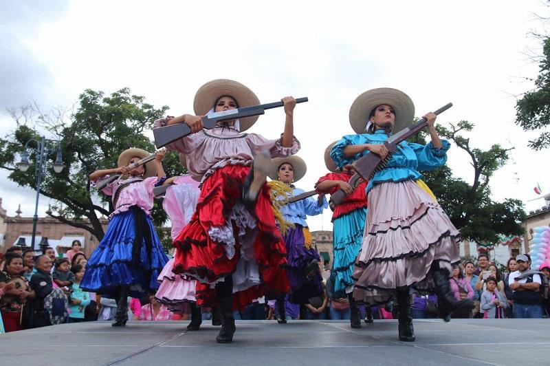 Un centro histórico repleto de familias, música, caballos y un ambiente enteramente familiar, se vive la tarde de este sábado en la capital michoacana