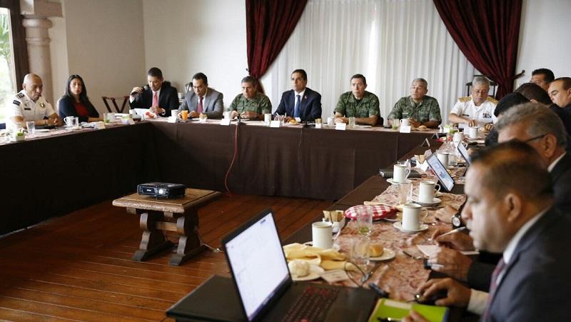 Al encabezar esta mañana la reunión de evaluación del Grupo de Coordinación Michoacán (GCM), el mandatario estatal y quienes participan de esta estrategia conjunta reiteraron su disposición para la consolidación del proyecto macroeconómico de la ZEE