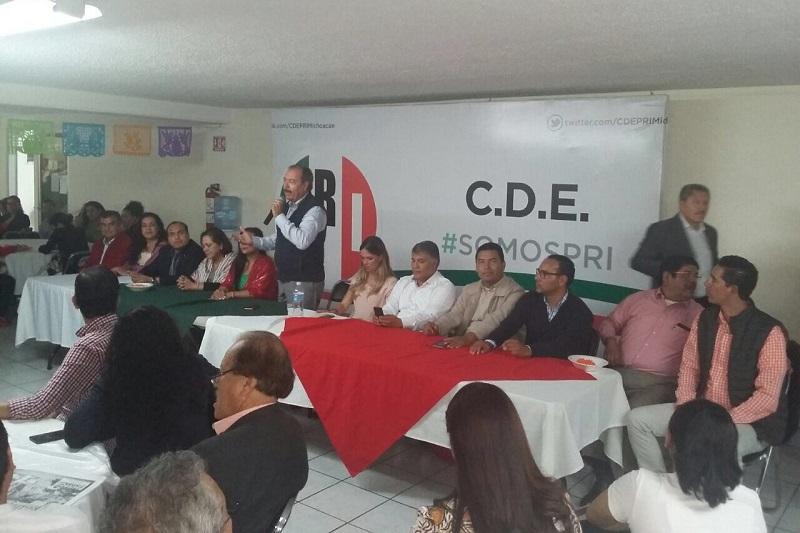 En reunión con militantes, seccionales y líderes de sectores de Morelia, Silva Tejeda señaló que los priistas michoacanos se sienten orgullosos del respaldo que han brindado a la entidad el Presidente de México, Enrique Peña Nieto y el dirigente nacional, Enrique Ochoa Reza