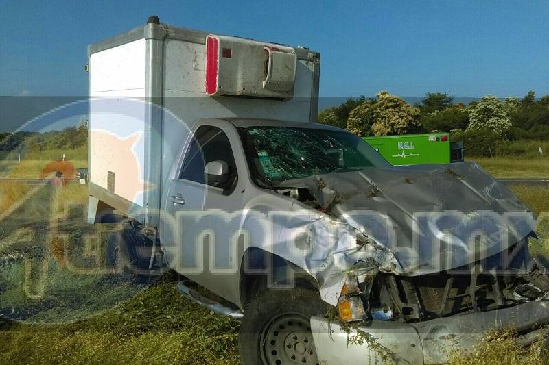 Personal de la Policía Federal se hizo cargo de realizar el peritaje del accidente y retirar la unidad siniestrada a un corralón oficial