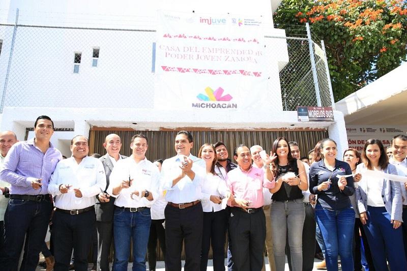 Además, Aureoles Conejo entregó mil 151 créditos del Programa Palabra de Mujer, con una inversión superior a los 5 mdp, en Zamora