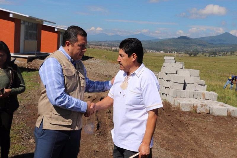 Barragán Vélez agradeció al munícipe por trabajar de manera coordinada con el Telebachillerato Michoacán, para que más jóvenes tengan la oportunidad de acceder a educación de calidad y culminen sus estudios de nivel medio superior