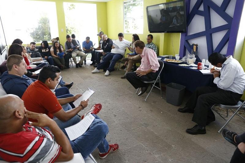 En Morelia, quienes participan en el curso practicaron dinámicas de vocalización con los maestros Rebeca D´Vivar y Javier Sobrino