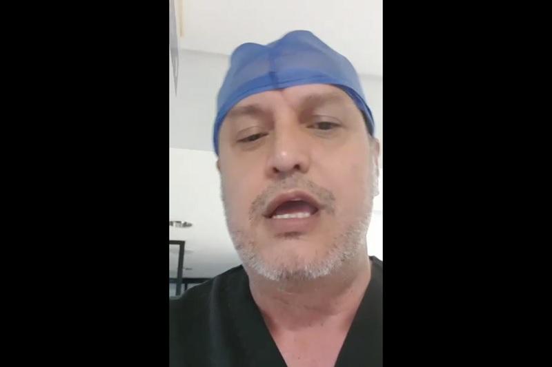 """Mediante un breve video, el doctor les dijo que han sido omisos en el manejo de la situación; """"nosotros no tenemos ni con que hacer una cesárea y tenemos pacientes que la necesitan con urgencia"""""""