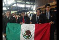 Ambos michoacanos agradecieron el apoyo y conducción del profesor de la Facultad de Ingeniería Química de la UMSNH, Luis Nieto Lemus