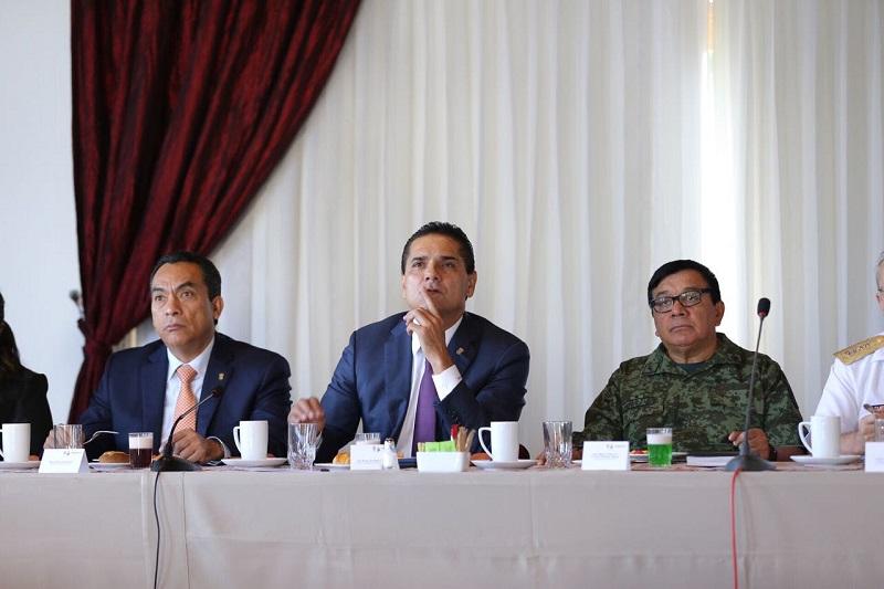 Aureoles Conejo enfatizó que desde la familia, que es el núcleo de la sociedad, deben fortalecerse los valores que permitan modificar las conductas violentas y elevar los niveles de paz y orden en todo el territorio estatal