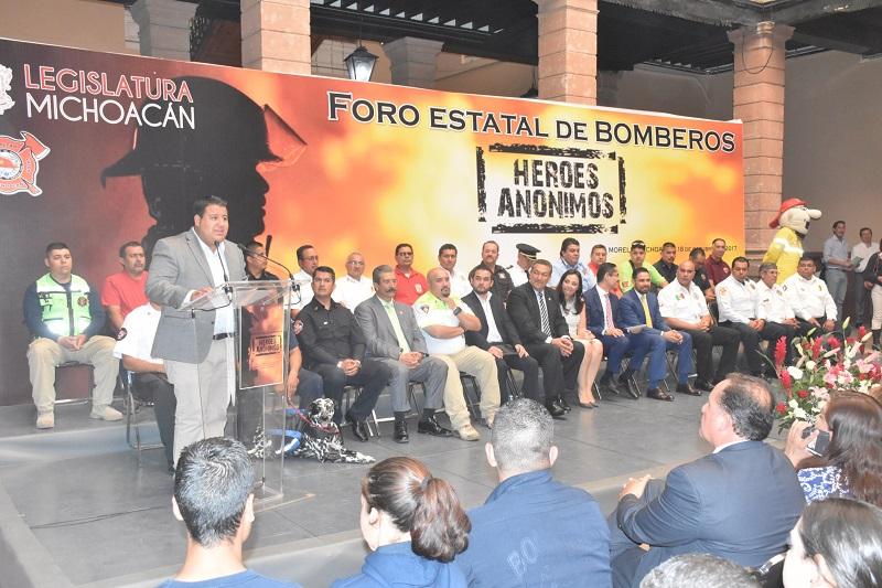 El Comandante Pablo Iván Santa Alva, Presidente de la Asociación Bomberos Voluntarios de Michoacán, puntualizó que será un sueño para los agremiados, contar con equipo personal nuevo y las herramientas en óptimas condiciones