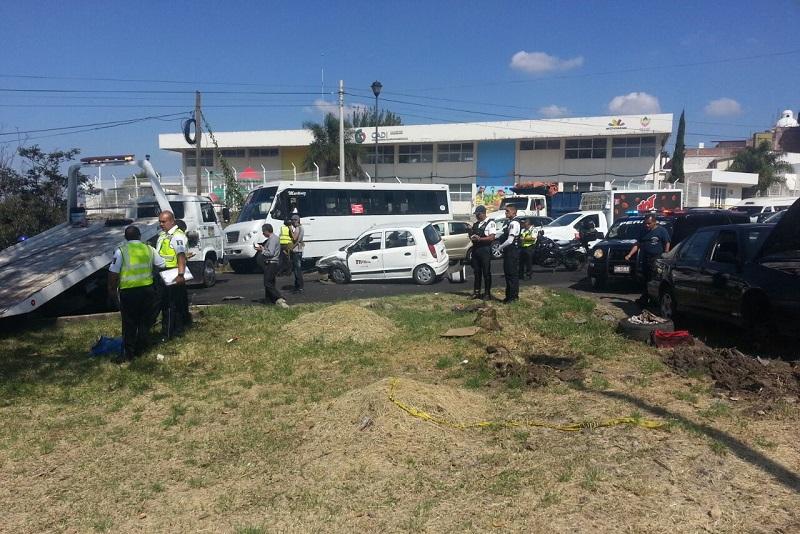 Al lugar arribaron diversas corporaciones de emergencia y se reporta un severo caos vial en los carriles que conducen hacia el sur de la ciudad