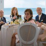 Aunque parece que varias escenas de Happy end las hemos visto ya en anteriores películas de Haneke, el filme logra sostener el interés del espectador gracias a su espíritu vago y retorcido, además de un elenco inmejorable y cierta dosis de humor negro