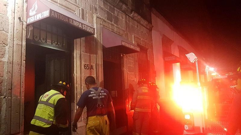 Incendio consume negocio de fotografía en Centro Histórico de Morelia