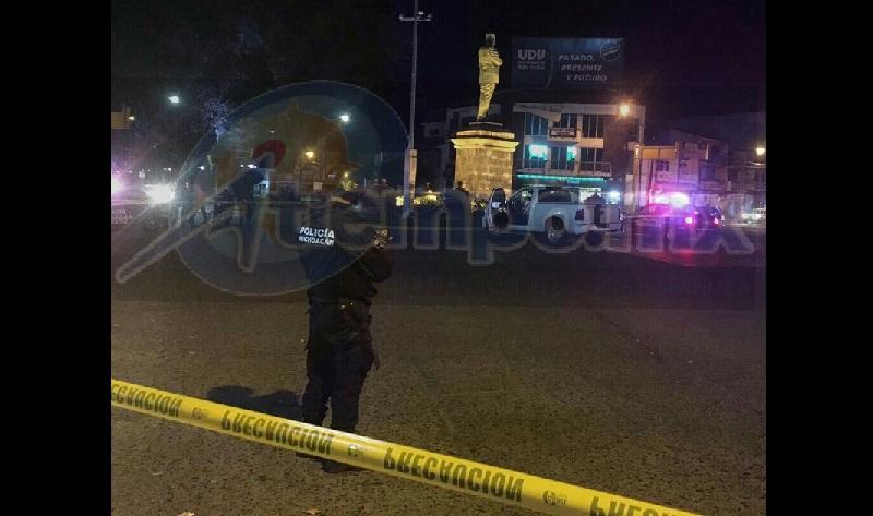 La mujer fue auxiliada por paramédicos y llevada a un hospital, en tanto que la Policía Michoacán realizó un operativo en la zona sin resultados positivos