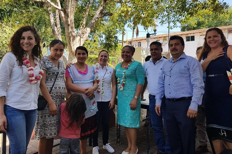 La directora general del Sistema DIF Michoacán comentó que el objetivo de los EAEyD es la habilitación de espacios para la elaboración de alimentos nutritivos y económicamente accesibles para la población vulnerable