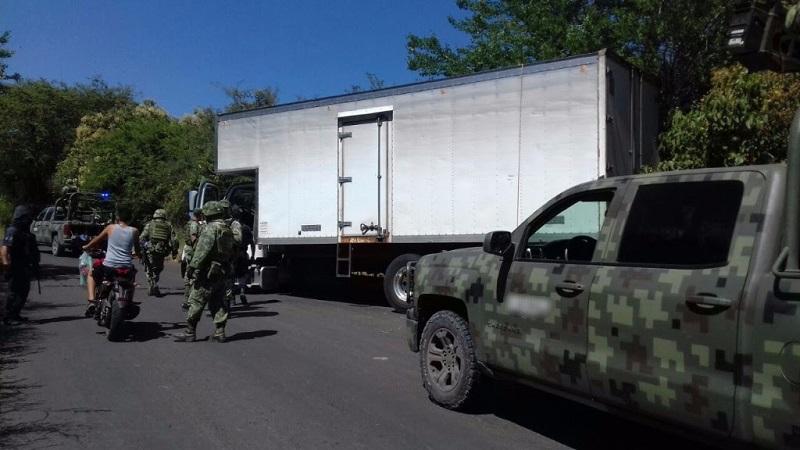 Personal de la Policía Michoacán realiza sobrevuelos para monitorear que no se registren bloqueos en las vías de comunicación de la región