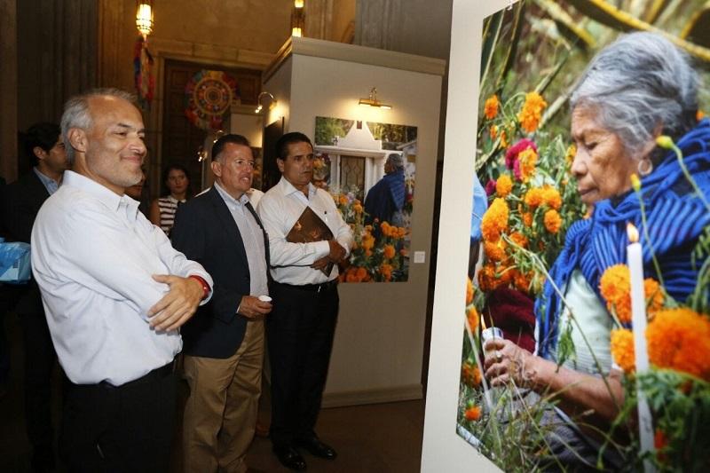 40 fotografías en gran formato dan cuenta de la cultura ancestral michoacana