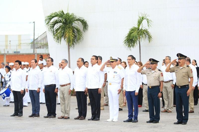 Los presentes entonaron el Himno Nacional acompañados de la Banda de Guerra de la Décima Zona Naval Militar