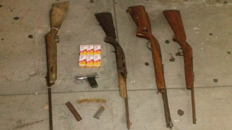 Las cuatro personas detenidas, el vehículo marca Ford, tipo Pick Up, las armas, cargadores y cartuchos, serán puestos a disposición ante la autoridad correspondiente