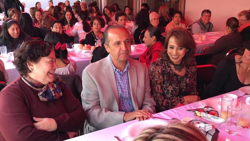 Junto con su esposa Andrea, Gabriel Prado señaló que es importante escuchar a este sector para conocer sus problemas, demandas y necesidades