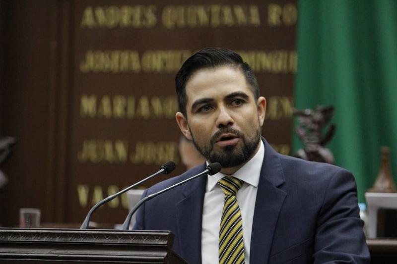 Una prioridad para el PRD en el Congreso del Estado, destacó López Meléndez, es contribuir al desarrollo social de las y los michoacanos con el combate frontal a la pobreza e inseguridad
