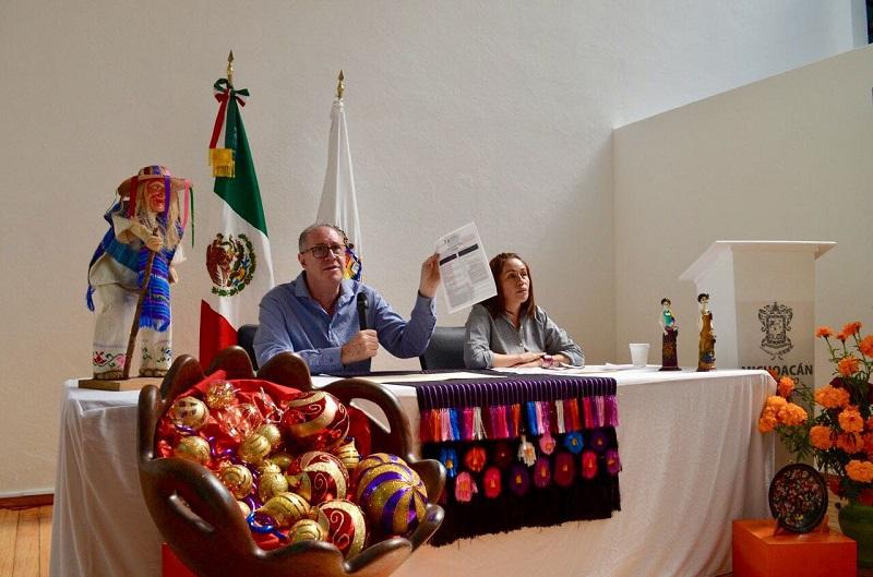"""Se llevará a cabo la """"Feria de la Esfera y la Nochebuena"""" en la que participarán 16 artesanas y artesanos esfereros, 34 productores y productoras de flor de Nochebuena y 6 cocineras tradicionales de Zitácuaro"""