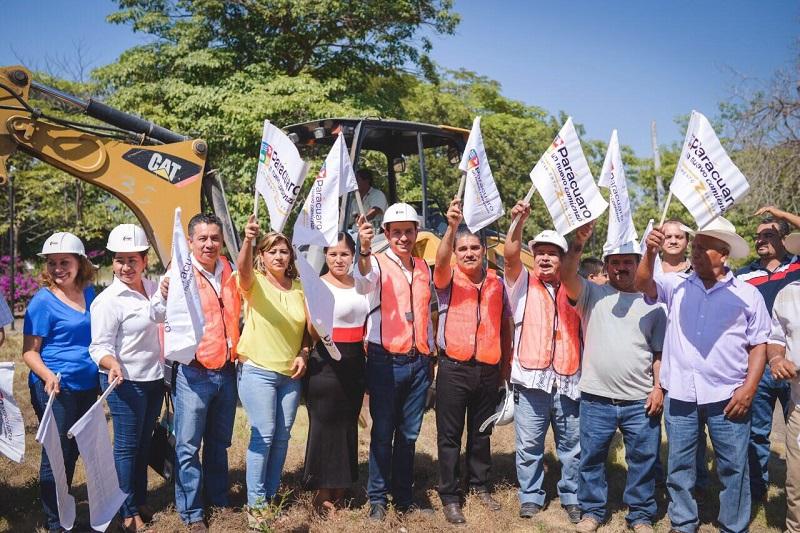 Se inician trabajos para la construcción de una plaza digna para los habitantes de la comunidad de Buenos Aires en Parácuaro