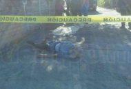Paramédicos al revisar a la persona confirmaron que ya había fallecido, debido a que presentaba una lesión por arma punzocortante, quedando resguardado el lugar por personal policiaco