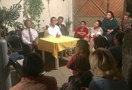 Ante vecinos de la colonia Eduardo Ruiz, Constantino escuchó las carencias y problemas que padece la colonia y la zona, el mal estado de las vialidades, la inseguridad, la falta de empleo, de infraestructura y de servicios