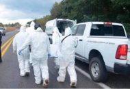 Al lugar arribaron elementos de la Policía Michoacán, los cuales confirmaron que se trataba un masculino de aproximadamente 30 a 35 años de edad, vestía pantalón gris de mezclilla con playera azul con negro