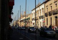 Ahora la novedad es que sobre las calles recientemente peatonalizadas, se colocarán luces láser de efecto luciérnaga que puedan dar una mayor vista a la ciudad