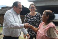En el municipio de Huiramba, los funcionarios federales hicieron entrega de pólizas, para posteriormente realizar visitas domiciliarias a niños y niñas que por alguna razón han perdido a su mamá