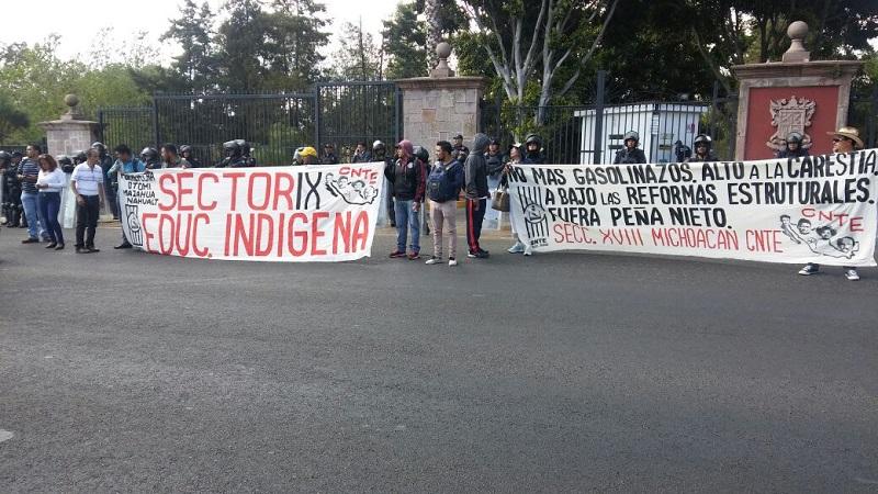 Los manifestantes exigían pagos de bonos pendientes, que se garantice el pago de aguinaldos y que se echen abajo las reformas estructurales