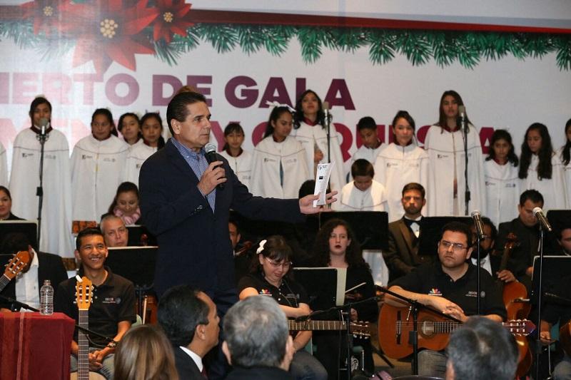 Encabezó el gobernador el Concierto de Gala del Coro Monumental y Orquesta de Guitarras para la Paz