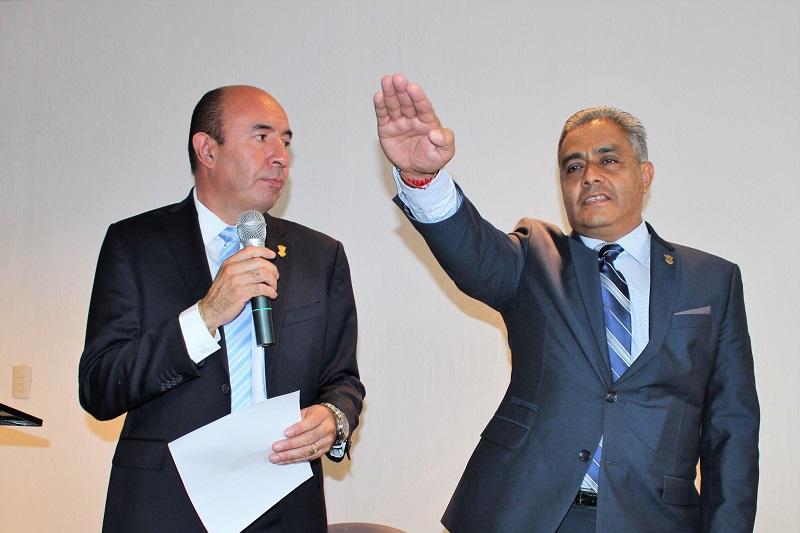 Bustos Aguilar se comprometió a continuar fortaleciendo los servicios educativos de la Univim y comentó que se siente honrado con el nombramiento