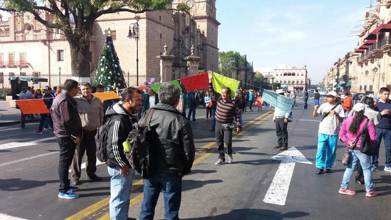 Los manifestantes exigen que se cumplan los acuerdos con el Gobierno de Michoacán