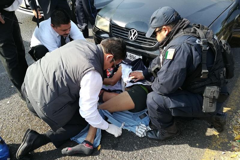 Al lugar arribaron elementos de la Coordinación de Protección Civil y Bomberos de Morelia, así como de la Policía Michoacán, quienes atendieron al lesionado y comenzaron las diligencias correspondientes
