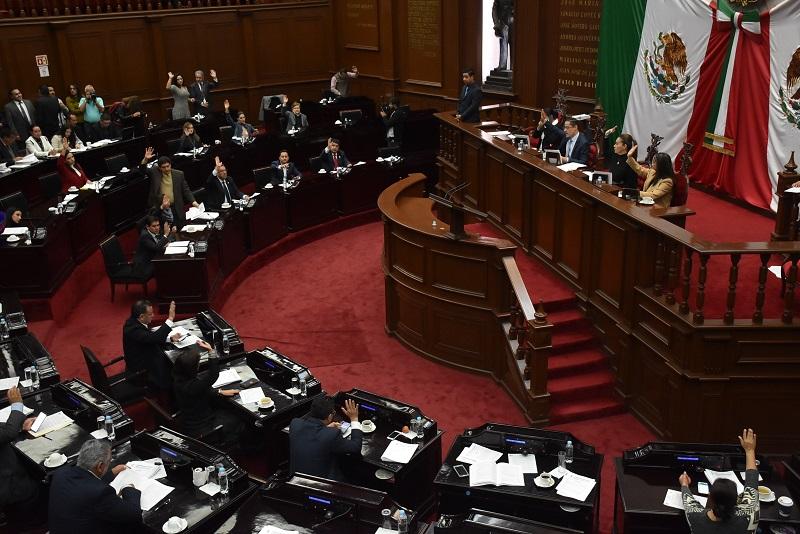 Los diputados eliminaron de la Ley de Ingresos de ejercicio fiscal 2018, el articulado que pretendía fijar diferentes cobros a servicios y tramites educativos, todo pensando en el bienestar de los michoacanos y no afectar su economía