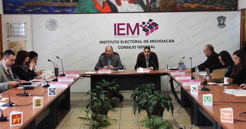 Hernández Reyes hizo un recuento general del Informe con base en las actividades que corresponden a todas y cada una de las áreas que componen al órgano central